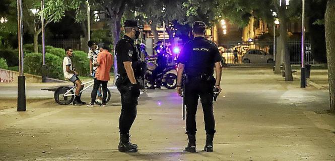 Personen aus unterschiedlichen Haushalten dürfen sich derzeit auf Mallorca nicht zwischen 2 und 6 Uhr treffen.