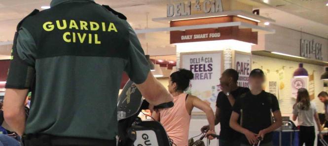 Die Guardia Civil griff am Airport von Palma de Mallorca zu.