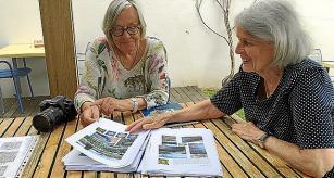 Die Fliesenforscherin und ihre Fotografin: Marlis Andres (r.) und Christa Berghüser haben ein Buchprojekt verwirklicht.