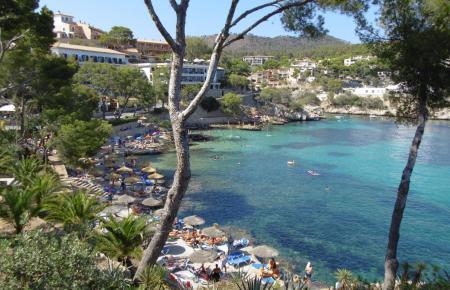 Die Cala Fornells gehört zu Peguera, es gibt dort mehrere Hotels.