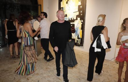 Becker bei der Eröffnung der Kunstschau eines Sohnes im August in Palma.