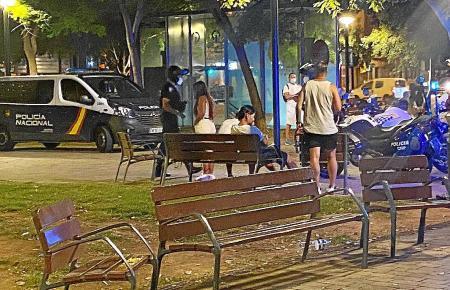 Immer wieder haben Jugendliche auf Mallorca Ärger mit der Polizei.