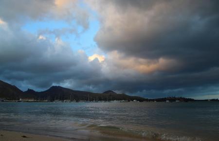 Derzeit dominieren über der Insel die Wolken.