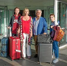 Julien (Leopold Buchsbaum), Carole (Mathilde Seigner), Pilippe (Christian Clavier) und Manon (Pili Groyne, von links).