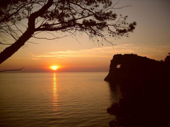 Wenn die Sonne am Horizont untergeht, muss es nicht unbedingt richtig abkühlen.