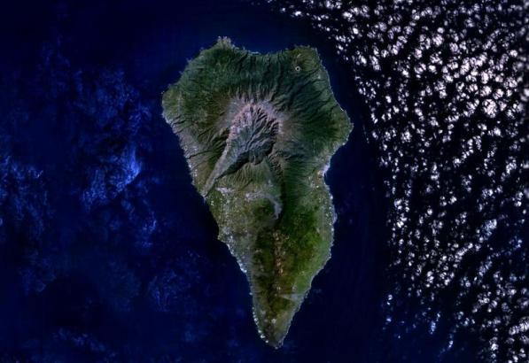 Die Insel La Palma vor dem Vulkanausbruch aus dem All betrachtet.