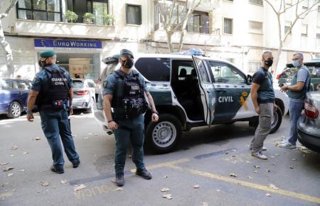 Einsatzkräfte der Guardia Civil während der Durchsuchungen am 8. September.