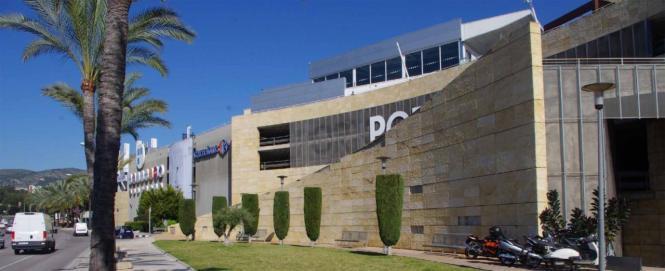 Das Einkaufszentrum Portopí befindet ich in der Nähe des Hafens von Palma.