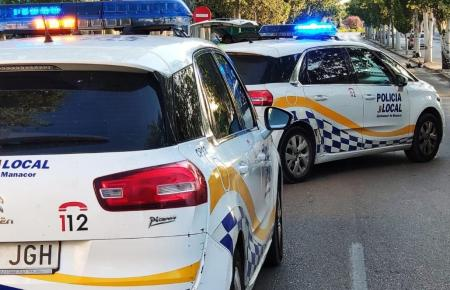 Einsatzfahrzeuge der Lokalpolizei Manacor.