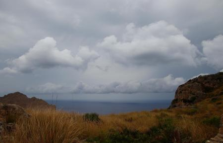 Die dunklen Wolken hängen schon seit Tagen über Mallorca.