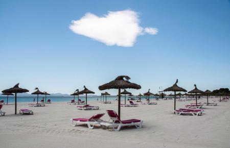 Der Strand von Alcúdia ist bei Badegästen besonders beliebt.