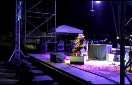 Der italienische Rockstar Zucchero präsentierte in Camp de Mar sein neues Album und enthielt dem Publikum auch seine Welthits nicht vor.