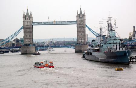 Die Sehenswürdigkeiten von London, hier die Tower Bridge, locken viele Touristen nach England.
