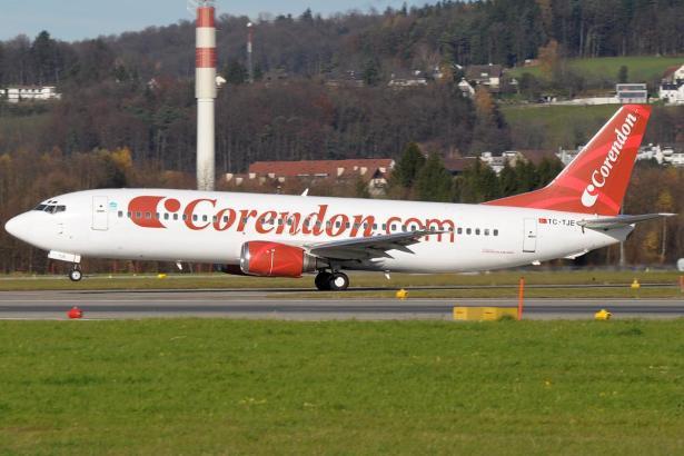 Startendes Flugzeug der Airline Corendon.