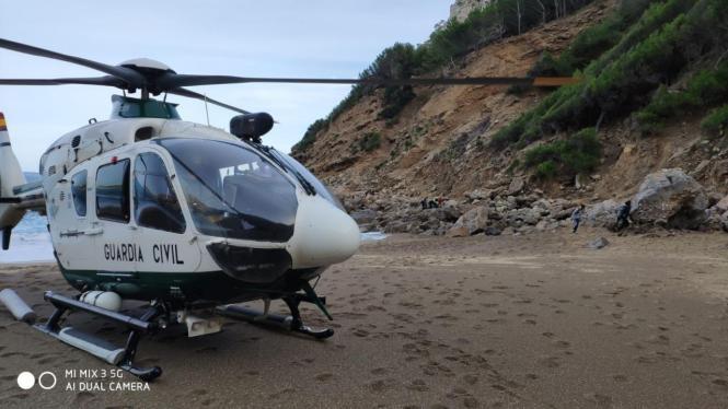 Ein Helikopter der Guardia Civil hat am Donnerstag einen Toten geborgen.