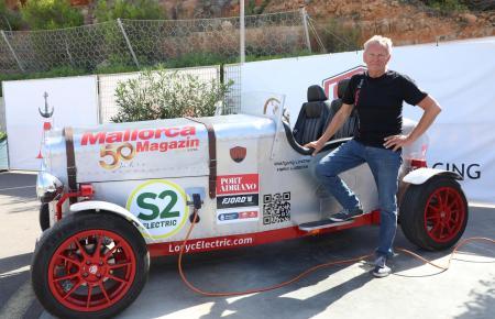 Wolfgang Linder nimmt mit einem Loryc Electric an der Fahrt teil.