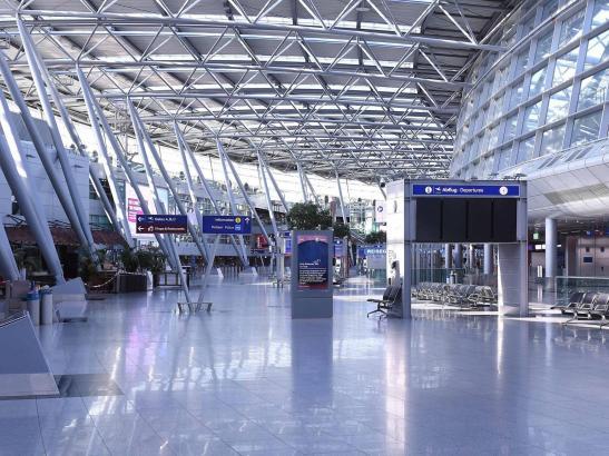 So leer wird der Flughafen Düsseldorf während der Ferien nicht sein.