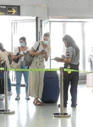 Dieses Bild wird bald der Vergangenheit angehören: Einlasskontrolle am Flughafen von Mallorca.