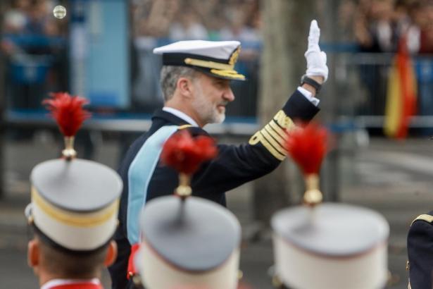 Bei der Militärparade in Madrid ist auch König Felipe dabei.