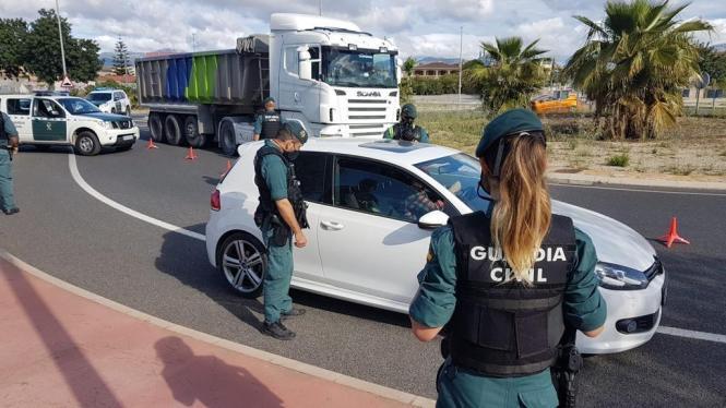Beamte der Guardia Civil während einer Verkehrskontrolle. (Archivfoto)