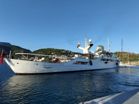 """Die Megayacht """"Christina O"""" lag am Mittwoch im Hafen von Port de Sóller. (Foto: Xevi Nieto)"""