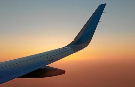 In einem Flugzeug auf dem Weg nach Mallorca.