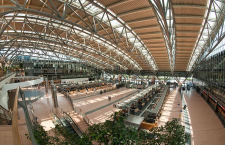 Blick in den Terminal des Helmut-Schmidt-Flughafens in Hamburg.