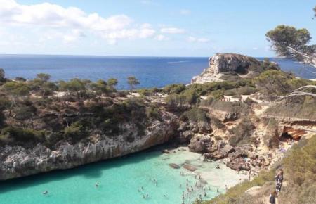 Ein Bad im Mittelmeer ist auch im Oktober auf Mallorca möglich.