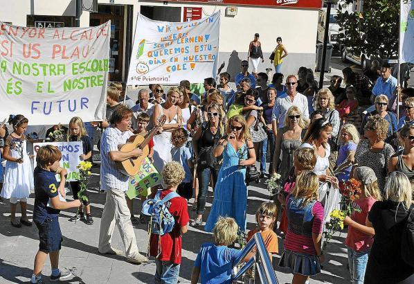 Demo vor der Viva-Schule