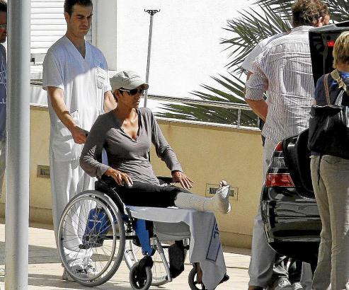 Halle Berry mit gebrochenem Fuß
