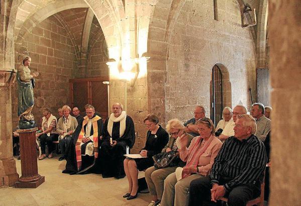 iglesia de santa creu misa en memoria de fallecidos alemanes difuntos