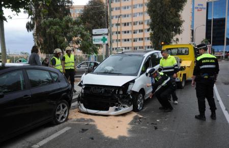 PALMANOVA - ACCIDENTES TRAFICO - TRES HERIDOS TRAS UN ACCIDENTE DE TRAFICO DE UN TAXI.