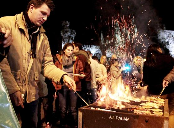 PALMA. FIESTAS POPULARES. PALMA VIVIO UNA REVETLA DE SANT SEBASTIA 2012 MENOS MULTITUDINARIA