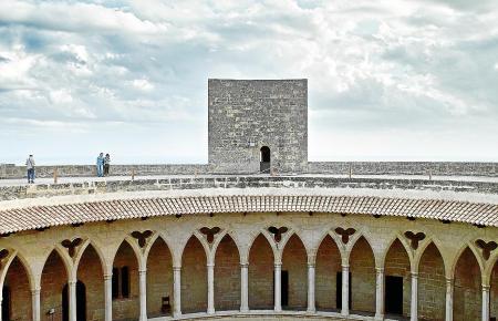 PALMA. PATRIMONIO. PATIO DEL CASTILLO DE  BELLVER  DE PALMA - CASTELL DE  BELLVER .