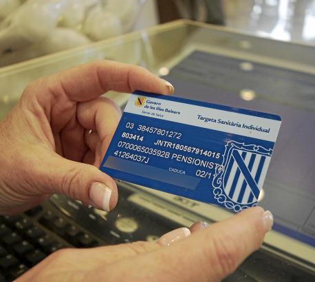 Die alten Karten ohne Foto haben ausgedient. Für die elektronische Version werden im Normalfall zehn Euro fällig.