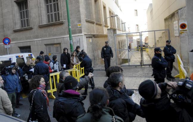 Journalisten, Demonstranten und Schaulustige werden sich am kommenden Samstag vor dem Hintereingang zum Gerichtsgebäude drängeln