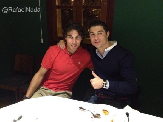 Rafa und Cristiano beim Abendessen am Paseo Marítimo. Gepostet auf der Facebook-Seite des Tennisstars.