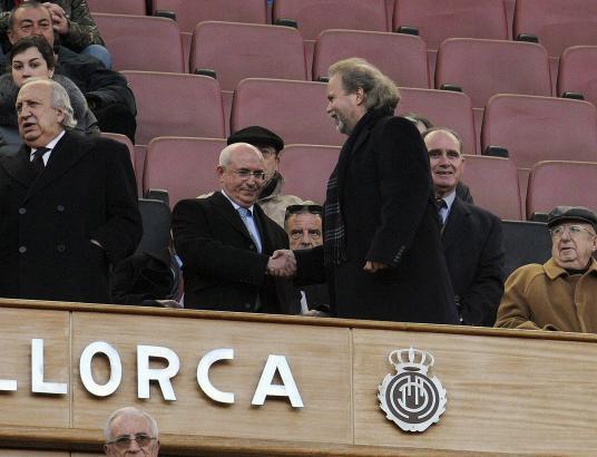 Unterkühlte Begrüßung: Serra Ferrer (l.) und Utz Claassen vor einigen Wochen bei einem Heimspiel von Real Mallorca.