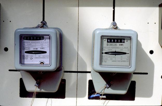 Vor allem veraltete Stromzähler werden auf Mallorca alle ein, zwei Monate von Mitarbeitern der Stromkonzerne direkt im Haus abge