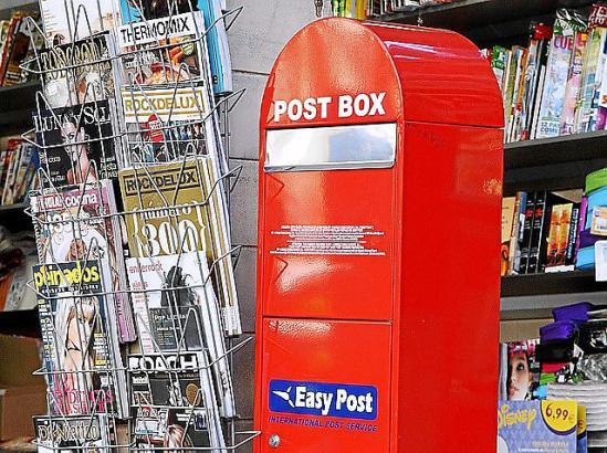 So sehen die Briefkästen von EasyPost aus. Meistens stehen sie vor den Verkaufsstellen der entsprechenden Briefmarken.