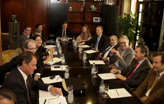 Bürgermeister Mateo Isern mit den Gründungsmitgliedern der Stiftung.