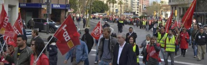 Generalstreik in Palma, Streikende auf dem Weg von der Plaça Espanya auf dem Weg zum Kaufhaus El Corte Inglés.