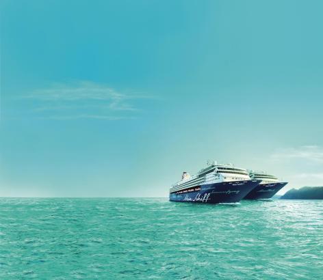 """Bisher gibt es diesen Anblick nur als Fotomontage. Bei ihrem Besuch in Palma kann man """"Mein Schiff 1"""" und """"Mein Schiff 2"""" erstma"""