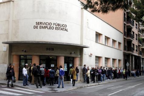 Auch im März rissen die Schlangen vor dem Arbeitsamt in Palma nicht ab.