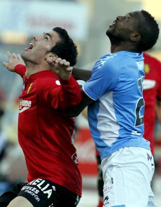 Alejandro Alfaro (l) erzielte gegen Santander sein erstes Saisontor.