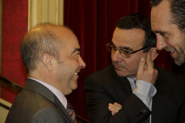 Konservative Spitzenpolitiker der Balearen am Tag der Abstimmung im Parlament: (v.l.) Ministerpräsident José Ramón Bauzá, Wirtsc