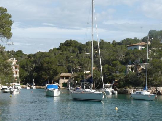 Der natürliche Hafen Cala Figuera ist bei Einheimischen und Urlaubern gleichermaßen als Ausflugsziel beliebt.