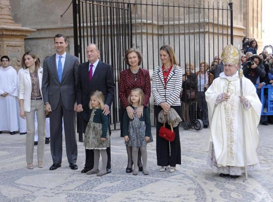 Ostermesse in Palma: Die Königsfamilie stellt sich zum offiziellen Foto.