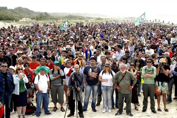 Menschenkette am Strandabschnitt Sa Ràpita - Es Trenc.