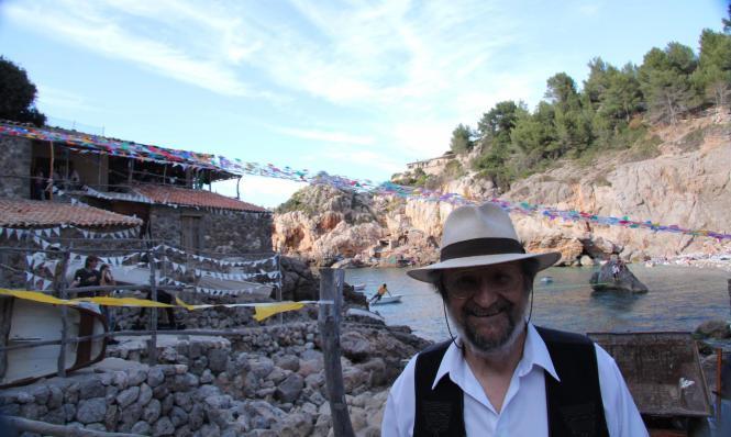 Tomeu Penya bei den Dreharbeiten für den Werbefilm der Biermarke Estrella Damm in der Cala Deià.